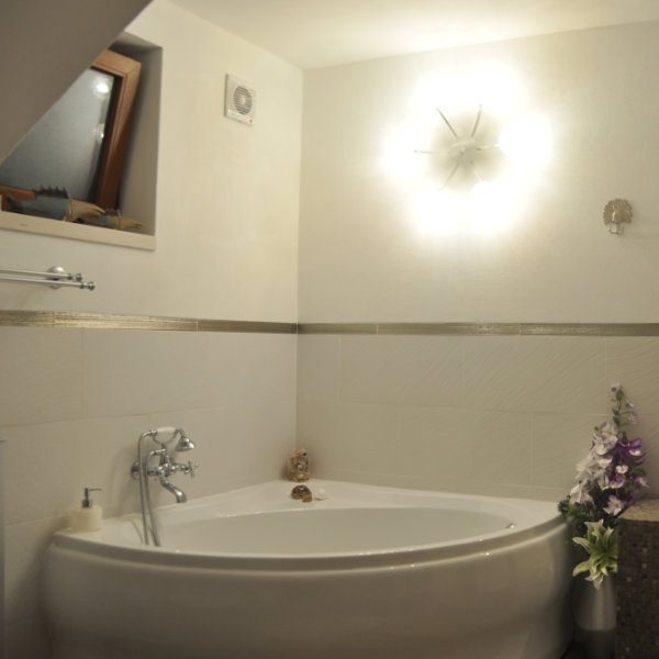 A large corner bath